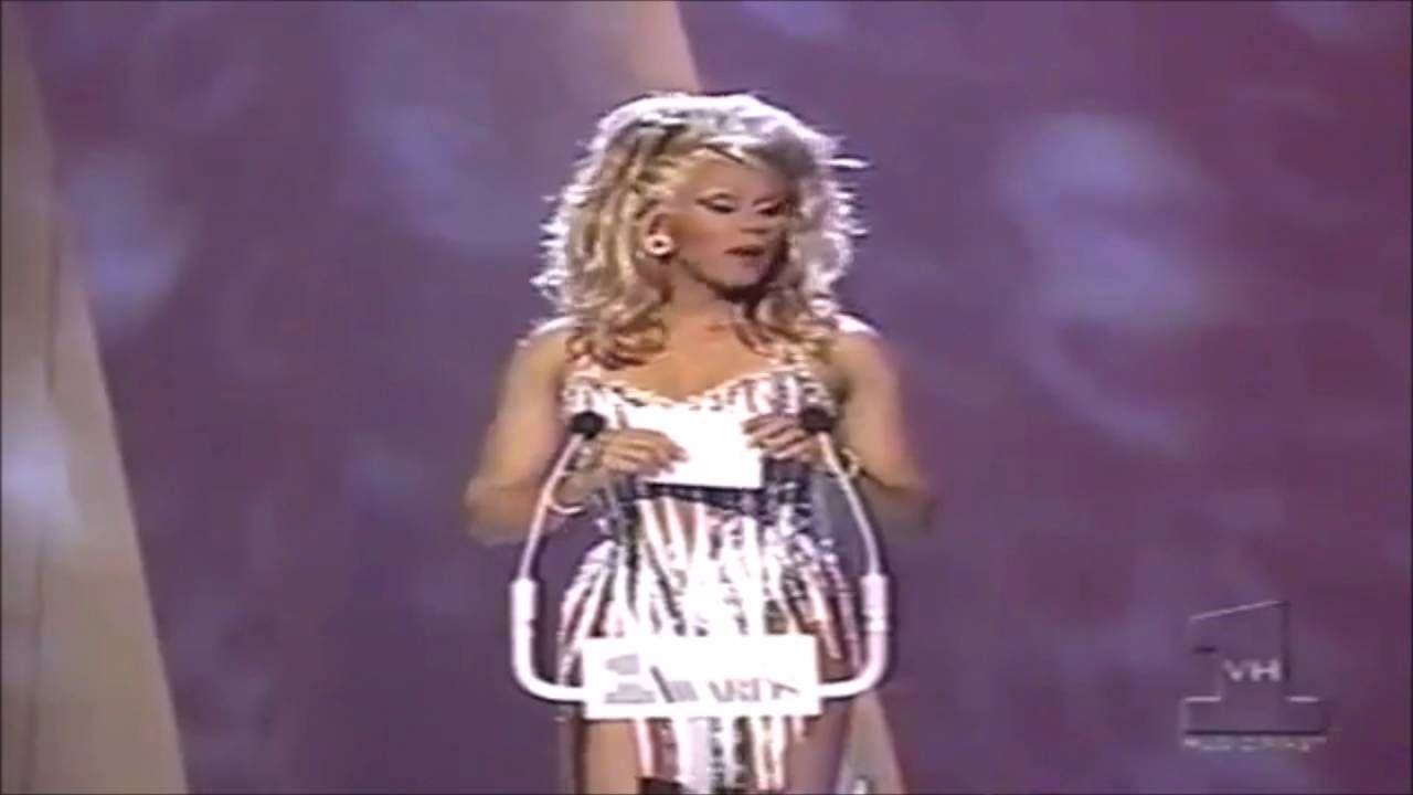 RuPaul at 1995 VH1 Music and Fashion Awards | PERFORMANCE