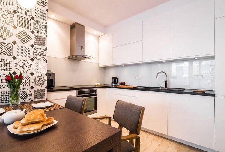 Küche Schwarze Arbeitsplatte schwarze arbeitsplatte und weiße küchenfronten glas spritzschutz