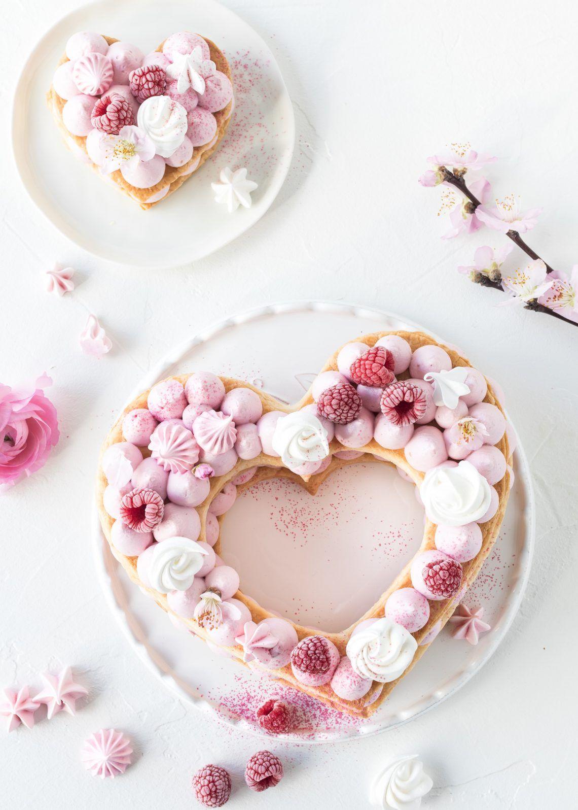 Mille Feuille Letter Cake Rezept zum Muttertag Valentinstag Herztorte backen #numbercake #lettercake #herztorte #valentinsday #muttertag #valentinstag | Emma´s Lieblingsstücke #lettercakegeburtstag