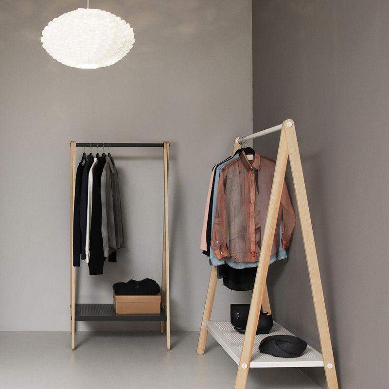 Standgarderobe Toj Von Normann Copenhagen Ein Mobelstuck So Schon Wie Eine Skulptur Kleiderregal Schlafzimmer Einrichten Inneneinrichtung