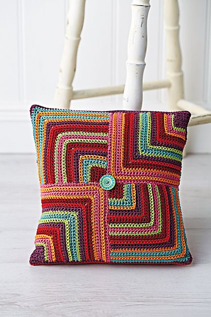 Ravelry: Geometric Cushion pattern by Jane Crowfoot #freecrochetpattern #crochetcushion
