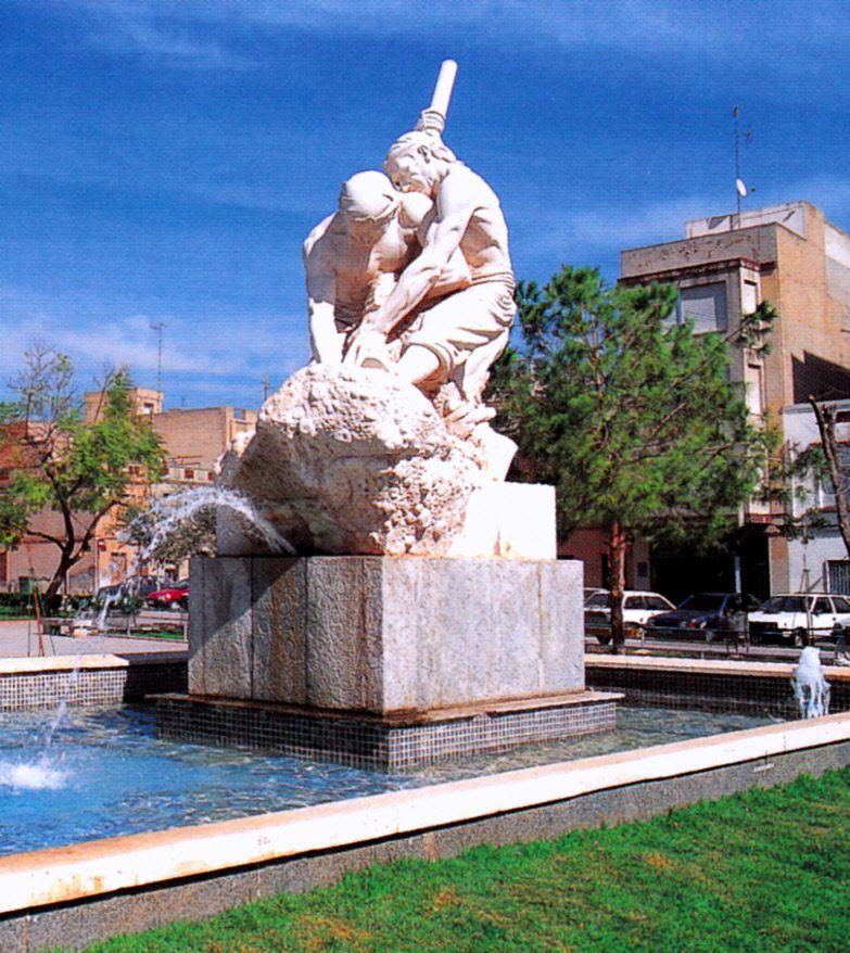 "Monumento al ""Llaurador"". Llorensa Poy"