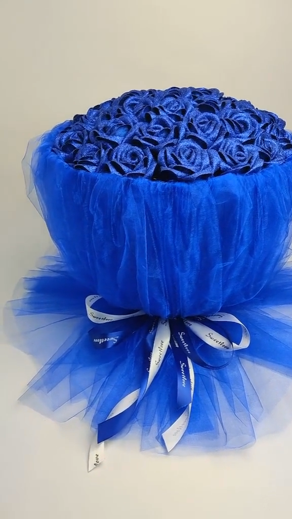 Silk made blue rose bouquet video tutorial #flowerfabric