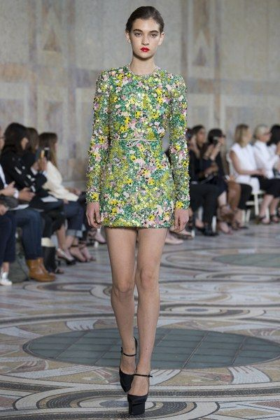 See the full Fall 2017 haute couture collection from Giambattista Valli.