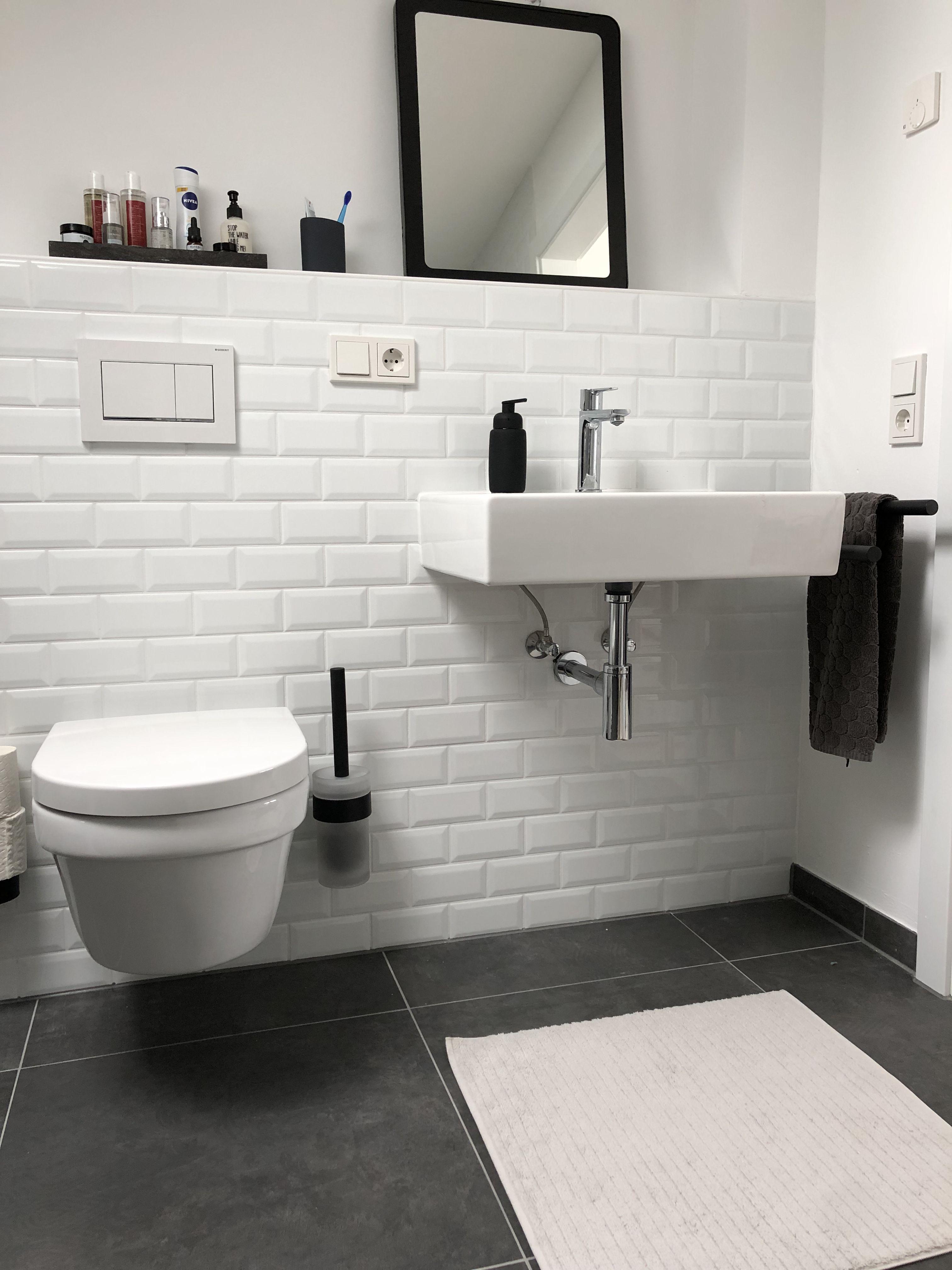 Badezimmer schwarz weiß mit Metrofliesen   Badezimmer schwarz ...