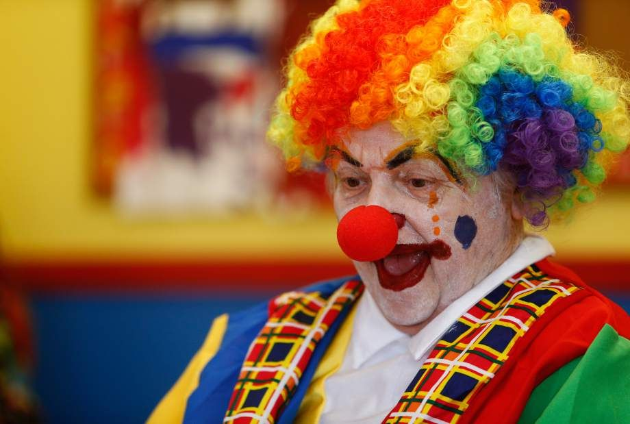 Dementia patient revives former role as clown (With images