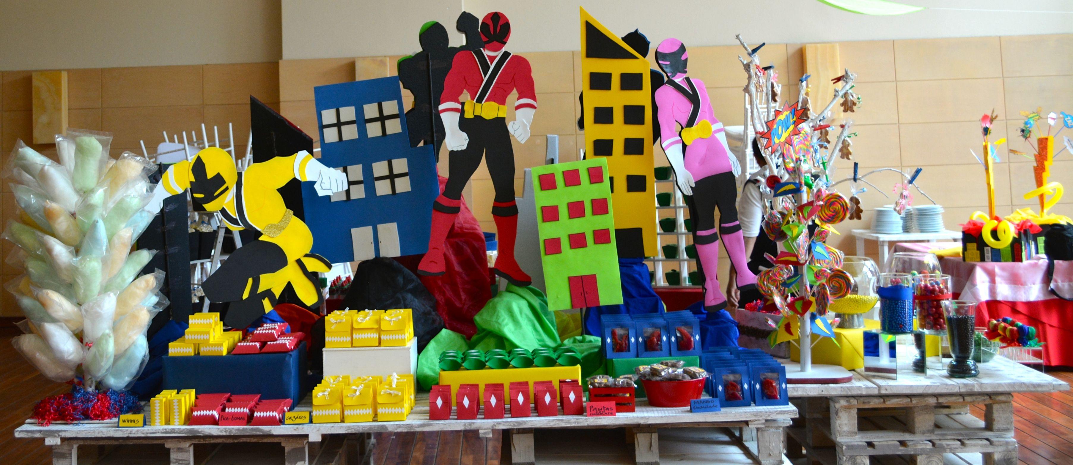 Mesa de dulces para fiesta infantil de power rangers con - Mesa dulce infantil ...