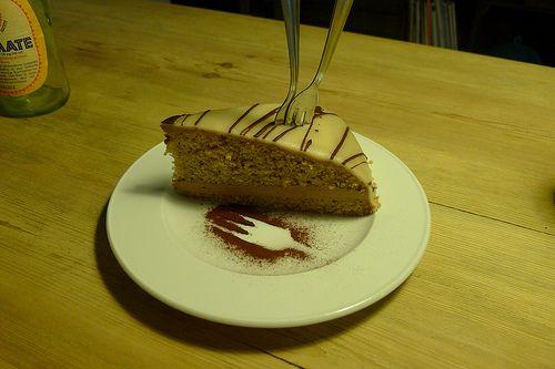 Zu einem richtigen Geburtstag gehört auch ein Stück Torte! Im Freckles gabs für Lea diese umwerfende Nougattorte. http://www.veganinberlin.com/vegan-wednesday-19-geburtstagsedition/