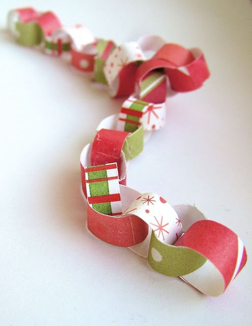 small world land: Day 8 - tiny paper chains