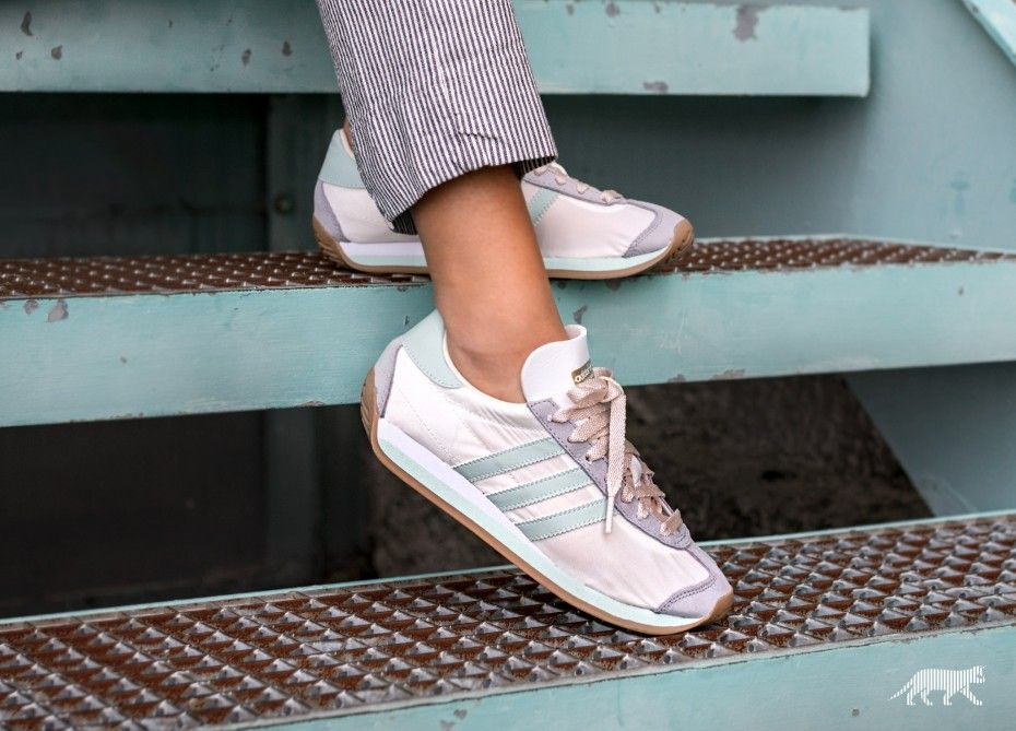 d5349d66a40408 Adidas women s Country OG W trainers shoes