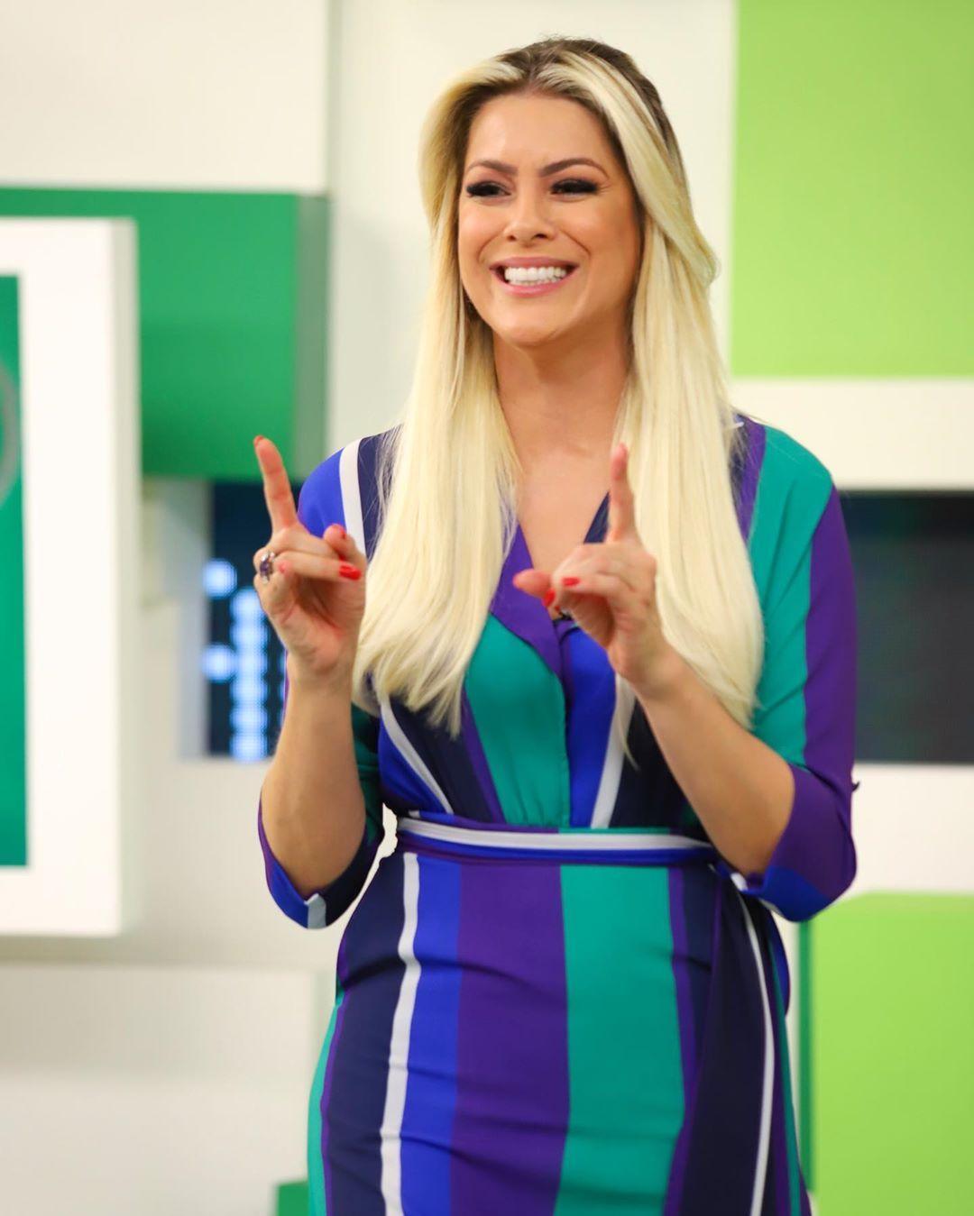 Programa Jogo Aberto No Instagram Sorrisao De Quem Vai Passar O Fim De Semana Ligada No Brasileirao Beleza De Mulher Jogo Aberto Campeonato Brasileiro
