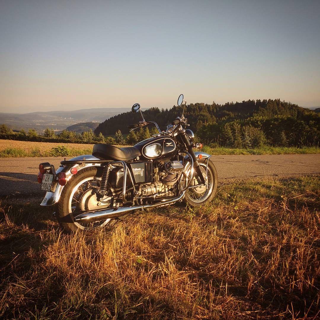 "100 gilla-markeringar, 3 kommentarer - Marc Schneider (@pistonfields) på Instagram: ""Friday evening rideout with my old girl ❤️ #motorcycle #motolife #vintage #custom #motoguzzi…"""