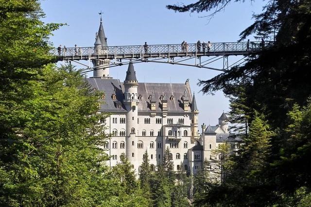 Schloss Neuschwanstein Mit Der Marienbrucke Schloss Neuschwanstein Neuschwanstein Reisen
