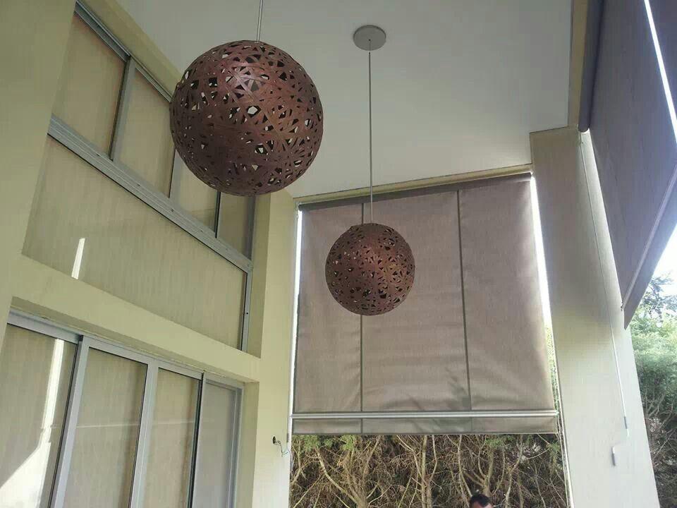Toldos para galeria exterior y esferas para iluminar la noche.
