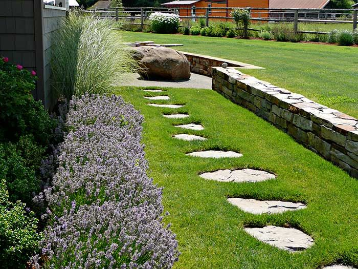 In Another Part Of The Same Property, Flagstone Stepping Stones Set Into  The Lawn Create An Informal Path And Direct The Eye Toward The South Patio.