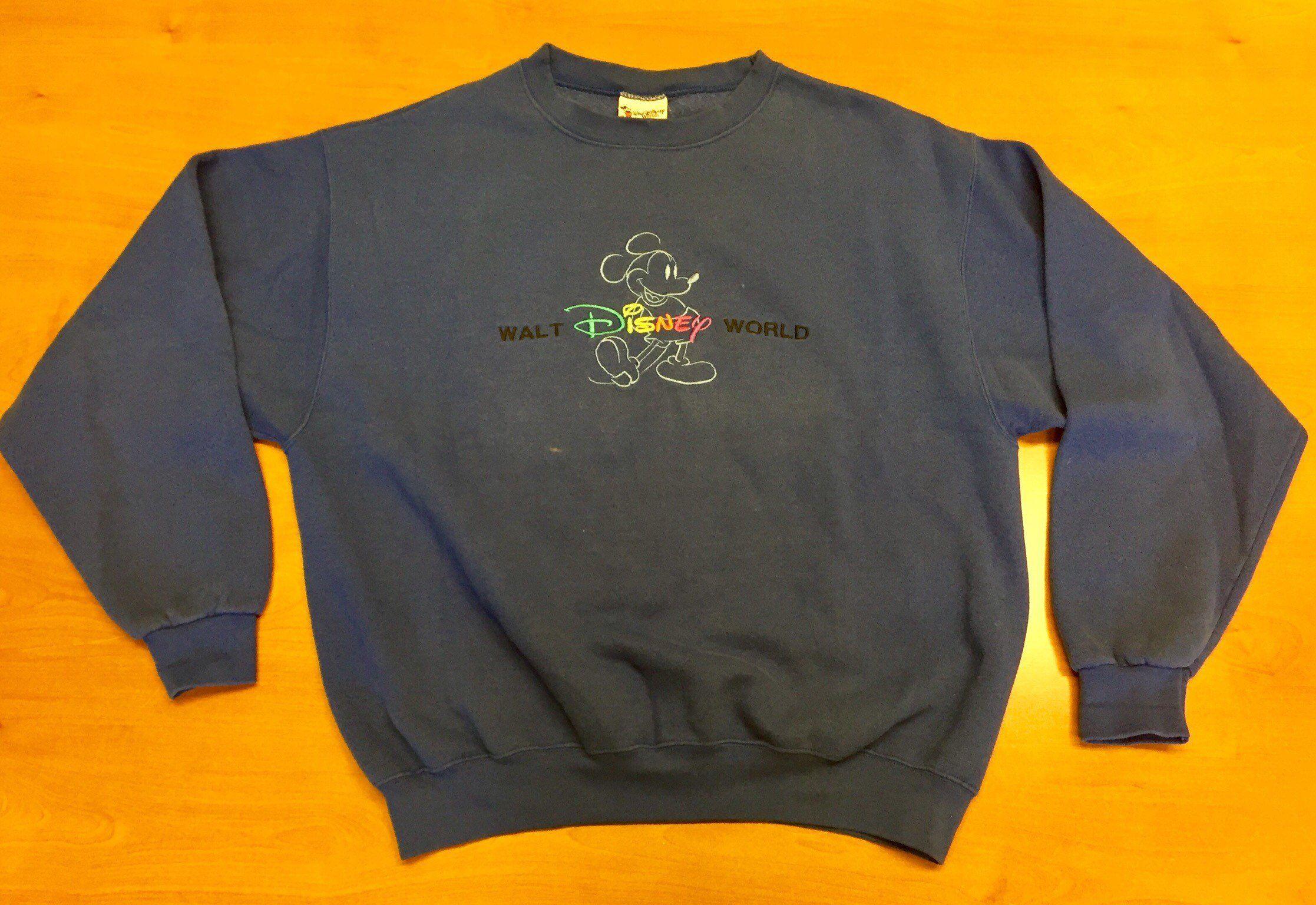 Vintage 1990s Walt Disney World Crewneck Sweatshirt t-shirt minnie donald  duck goofy pluto snow ed04d6de5