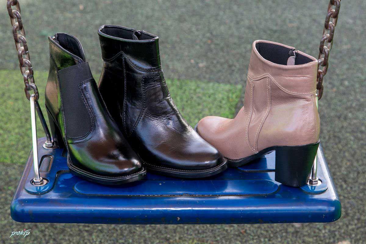 רק בנעלי קלאסיק - נעליים של ג'יאורג'יו רוסי, פשוט יפות, פשוט נוחות, באיכות כמו שאת אוהבת. החורף מעולם לא היה נוח יותר. נעלי קלאסיק, החורף מתחיל בכפות רגלייך ויצמן 70, כפר סבא מול קניון ערים לדף הפייסבוק של נעלי קלאסיק:  https://www.facebook.com/classic70