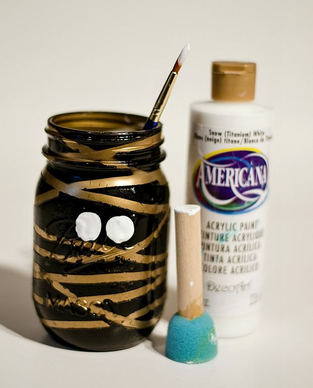 Mummy Mason Jars Halloween parties - halloween jar ideas