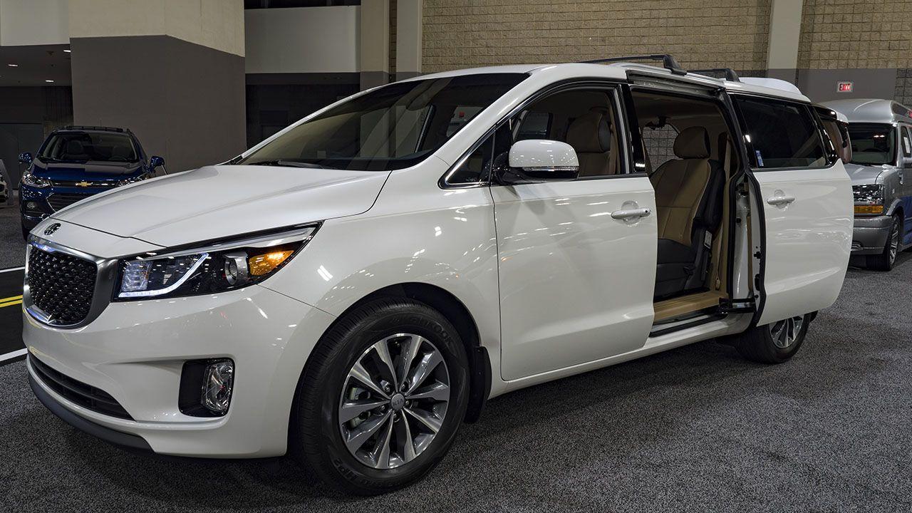 Kia Recalls 106 000 Sedona Minivans For Sliding Door Problem Abc11 Com Mini Van Sliding Doors Kia