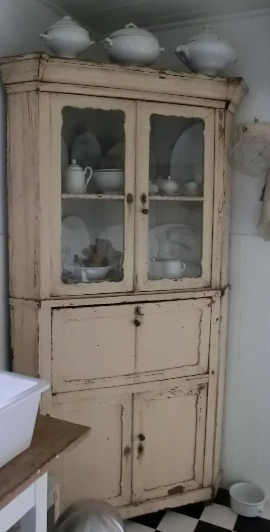 the perfect hutch right on trend prairie chic pinterest shabby m bel k chenbuffet. Black Bedroom Furniture Sets. Home Design Ideas