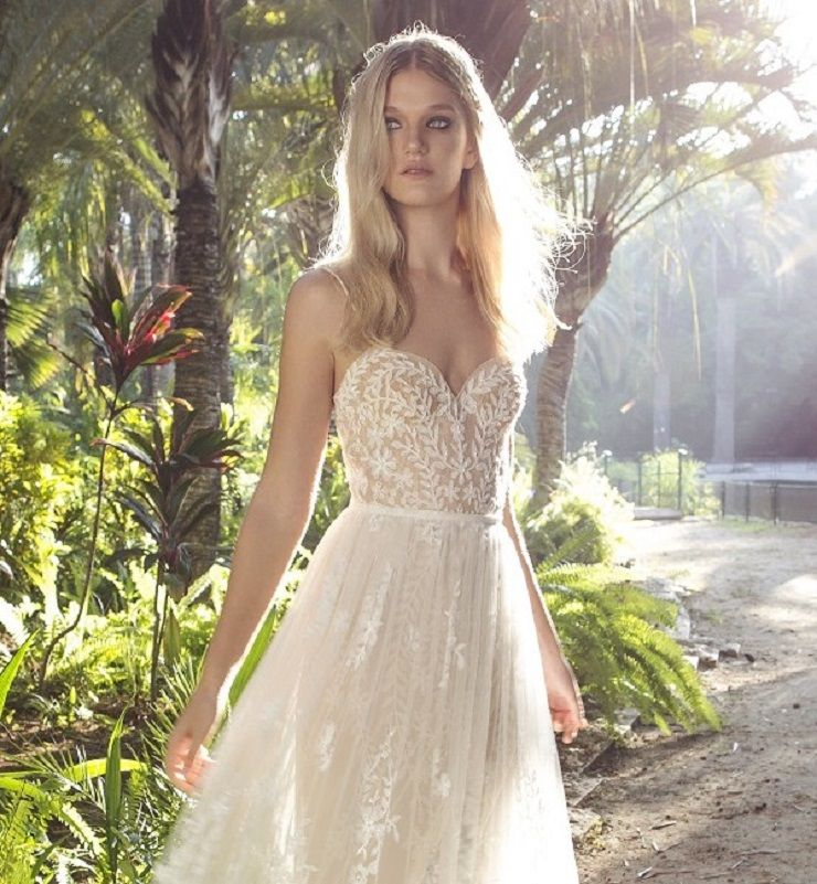 Ivory fit and flare wedding dress | itakeyou.co.uk #wedding #weddingdresses #weddingdress #weddinggown #limorrosen