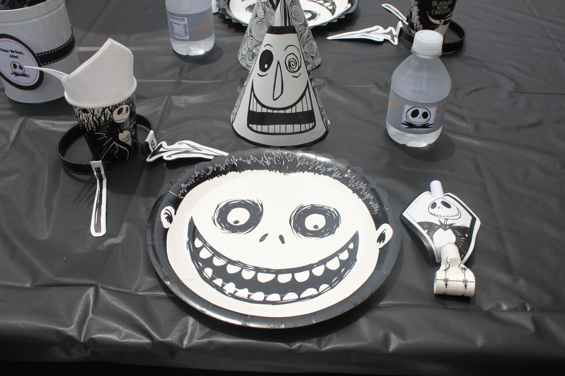 A Nightmare Before Christmas Party | Christmas party favors ...