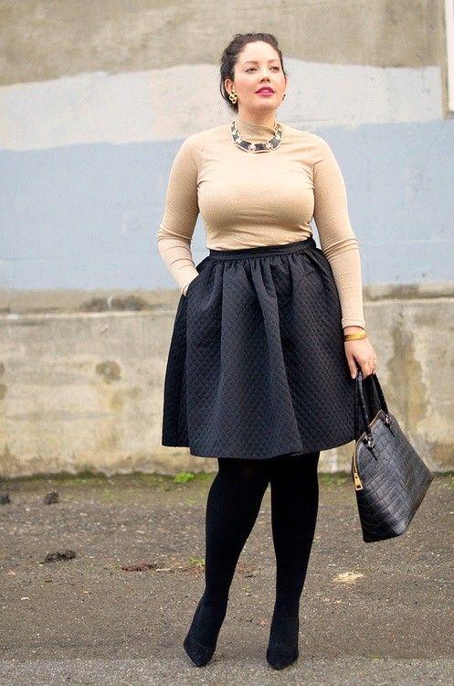 Pra alongar as pernocas - saia, meia e sapato com a mesma cor. Olha o truque!