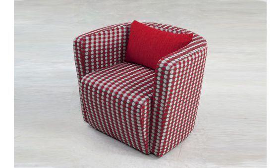 Sillón de moderno diseño con un original tapizado.