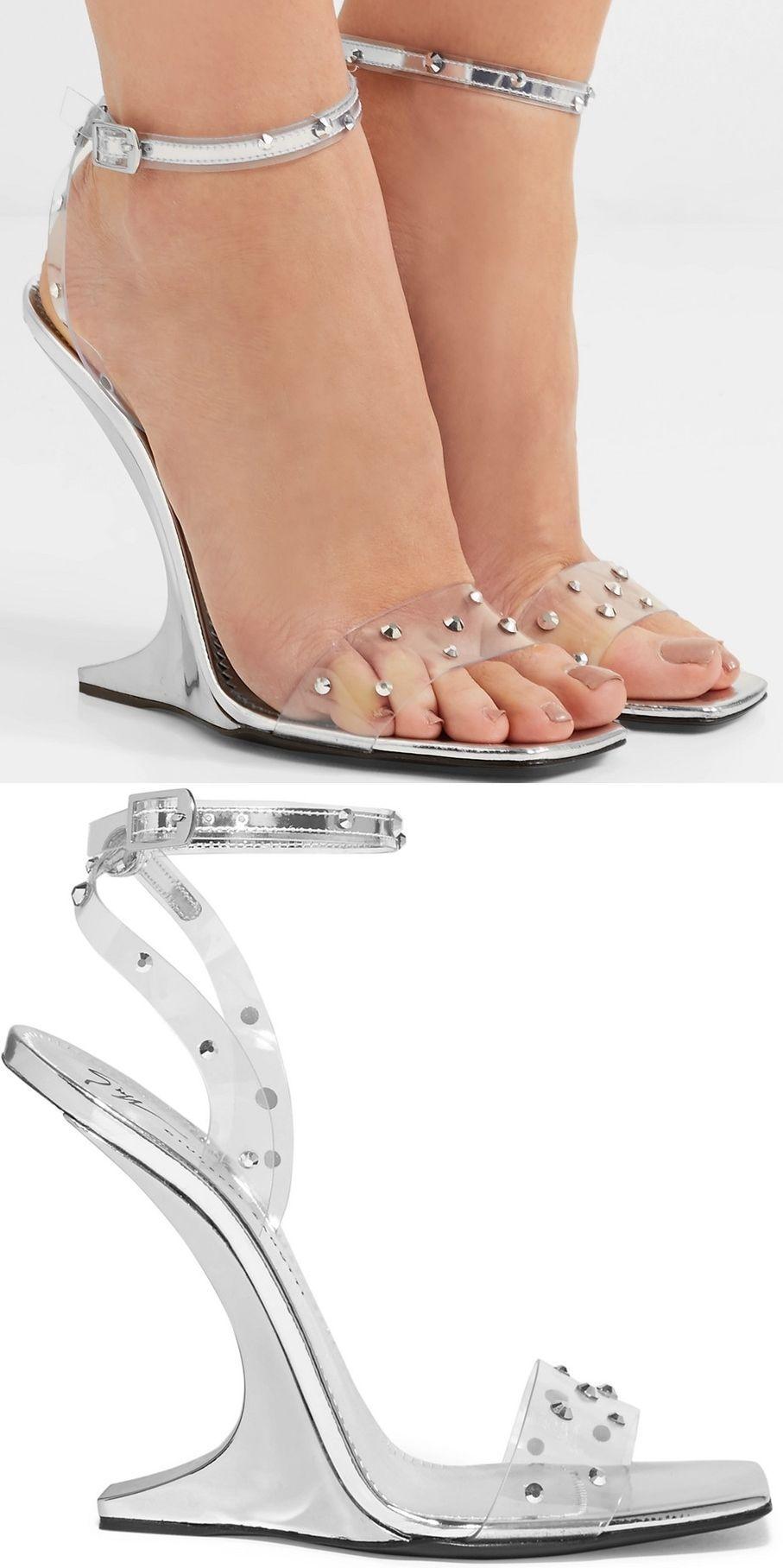 621d1428f12 Set on a curved 105mm heel