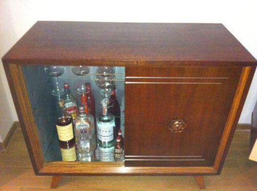 minibar fr wohnzimmer o reciclar una caja de madera en un mini bar minibar wohnzimmer with. Black Bedroom Furniture Sets. Home Design Ideas