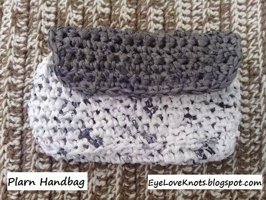 Crochet Plarn Handbag - FREE Pattern   Free pattern, Plastic ...
