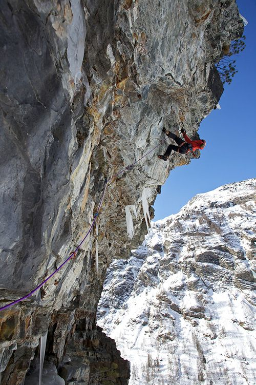 Ueli Steck crushing 'Jedi Master' M11, one of the many classic hard multi pitch mixed routes that Cogne has to offer. © Jon Griffith