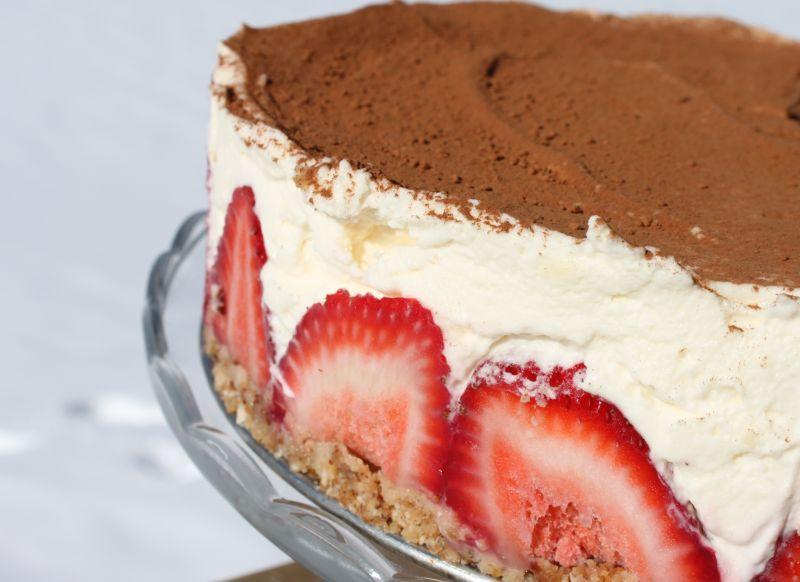 Strawberry Cream Cheesecake - GlutenFreeClub