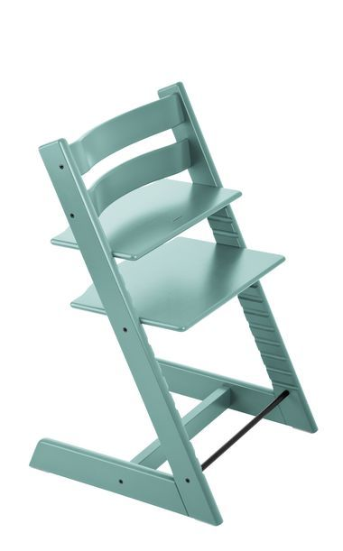 The Tripp Trapp Is An Ingenious Highchair That Revolutionised The Children S Chair Category Back In 1972 When It Was Fir Chaise Haute Chaise Chaise Haute Bebe