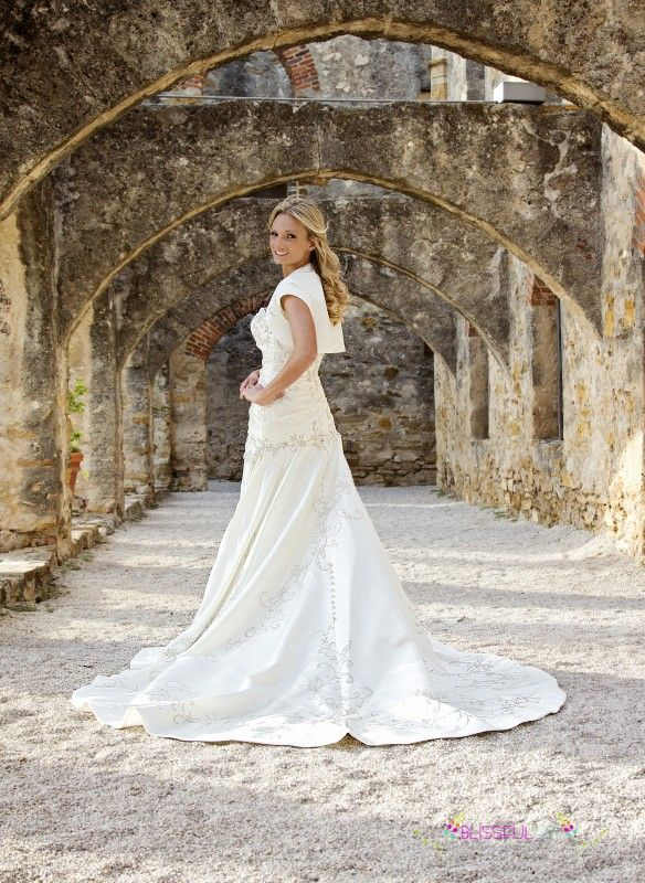 1137fc257e san antonio mission bridal portraits - Google Search San Antonio Missions