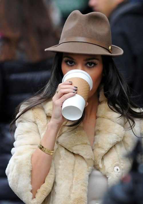 Great Look And As Always A Cup Of Coffee Is Always A Good Choice Kourtney Kardashian Style Kardashian Style Fashion