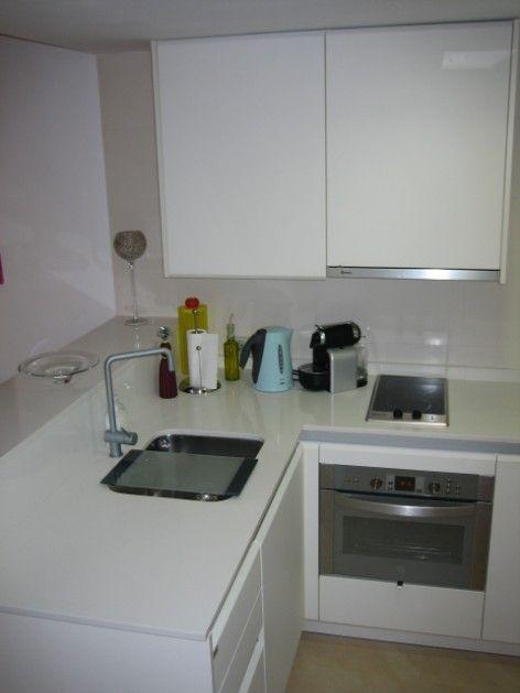 Cocina abierta al sal n en un peque o apartamento for Muebles para un apartamento pequeno