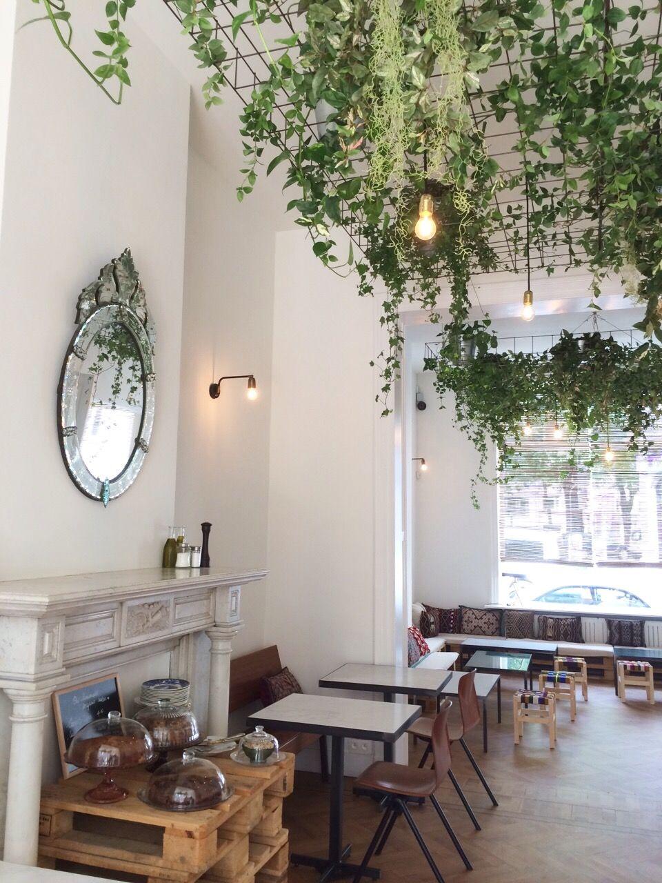 Chyl Cafe Rue De Belle Vue 62 1000 Bruxelles Www Chyl Be Www Facebook Com Wechyl Chyl Interieurs De Restaurants Decor De Salon De Coiffure Interieurs Cafe