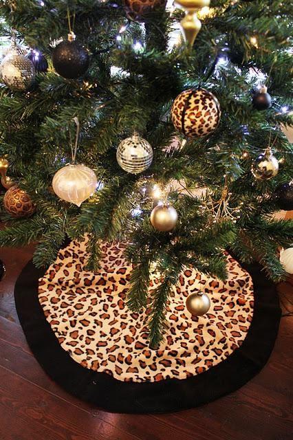 Decorating With Animal Prints Ho Ho Home Decor Animal Print Tree Skirts And Glittery Reindeer Feliz Natal Natal Decoracao
