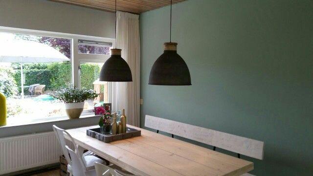 Prachtige combinatie van muur met lampen. Muur: painting the past ...