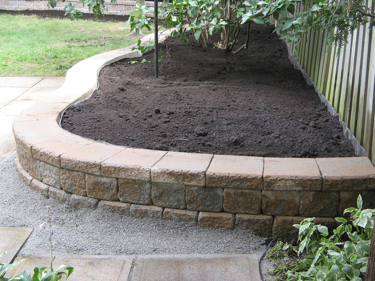 Retaining wall ideas retaining wall about 2ft high for Landscape blocks