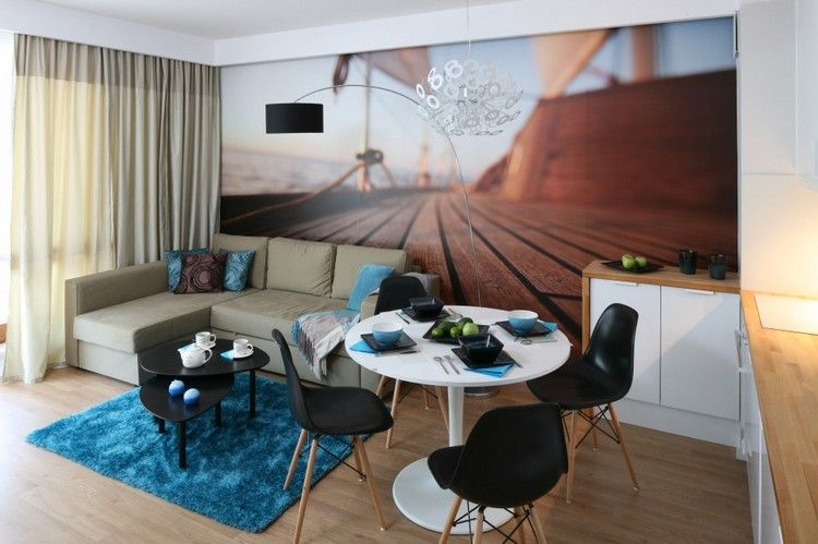 3D-Tapete mit weißem Wohnzimmertisch und schwarzen Stühlen ...