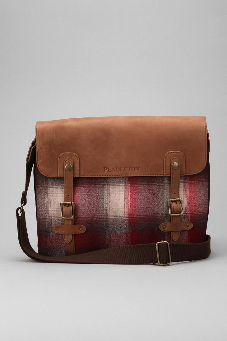 andrew wants a new leather messenger bag for xmas... this has enough leather on it to qualify, right? i just looove it.