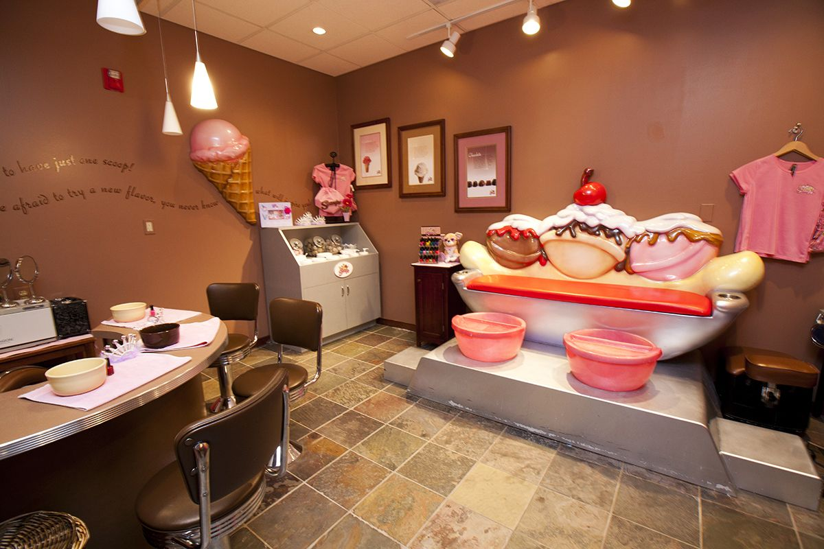 Get the perfect ice cream flavored manipedi at Scooops