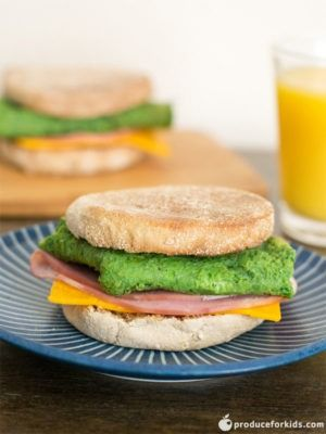 Green Eggs and Ham Breakfast Sandwich | Produce For Kids #greeneggsandhamrecipe