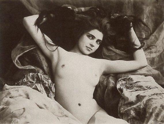 Nude womenelizabeth mongomerry naked