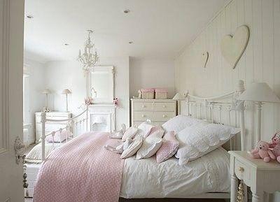 Stanza Da Letto Rosa : Un tocco di rosa dettagli camera da letto shabby camere da