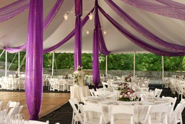 Hochzeit Empfang Freien Zelt Runde Tische Lila Stoffbahnen