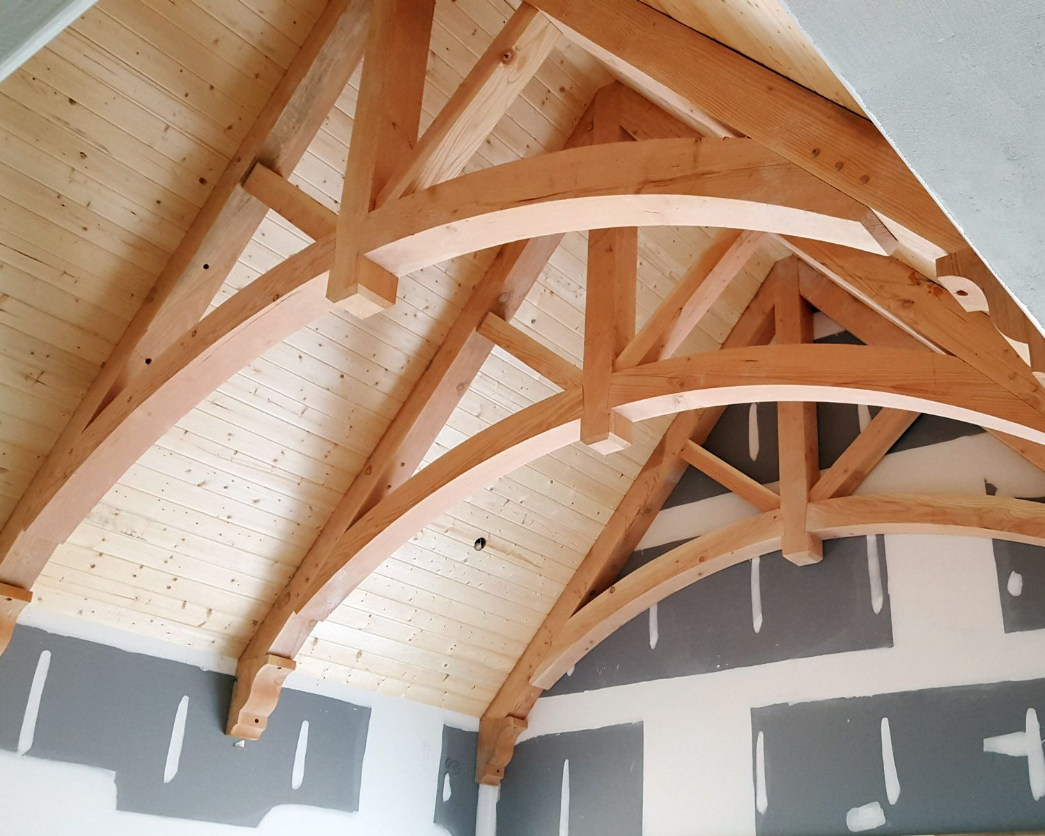 Douglas Fir Arched Chord King Post Trusses And Corbels