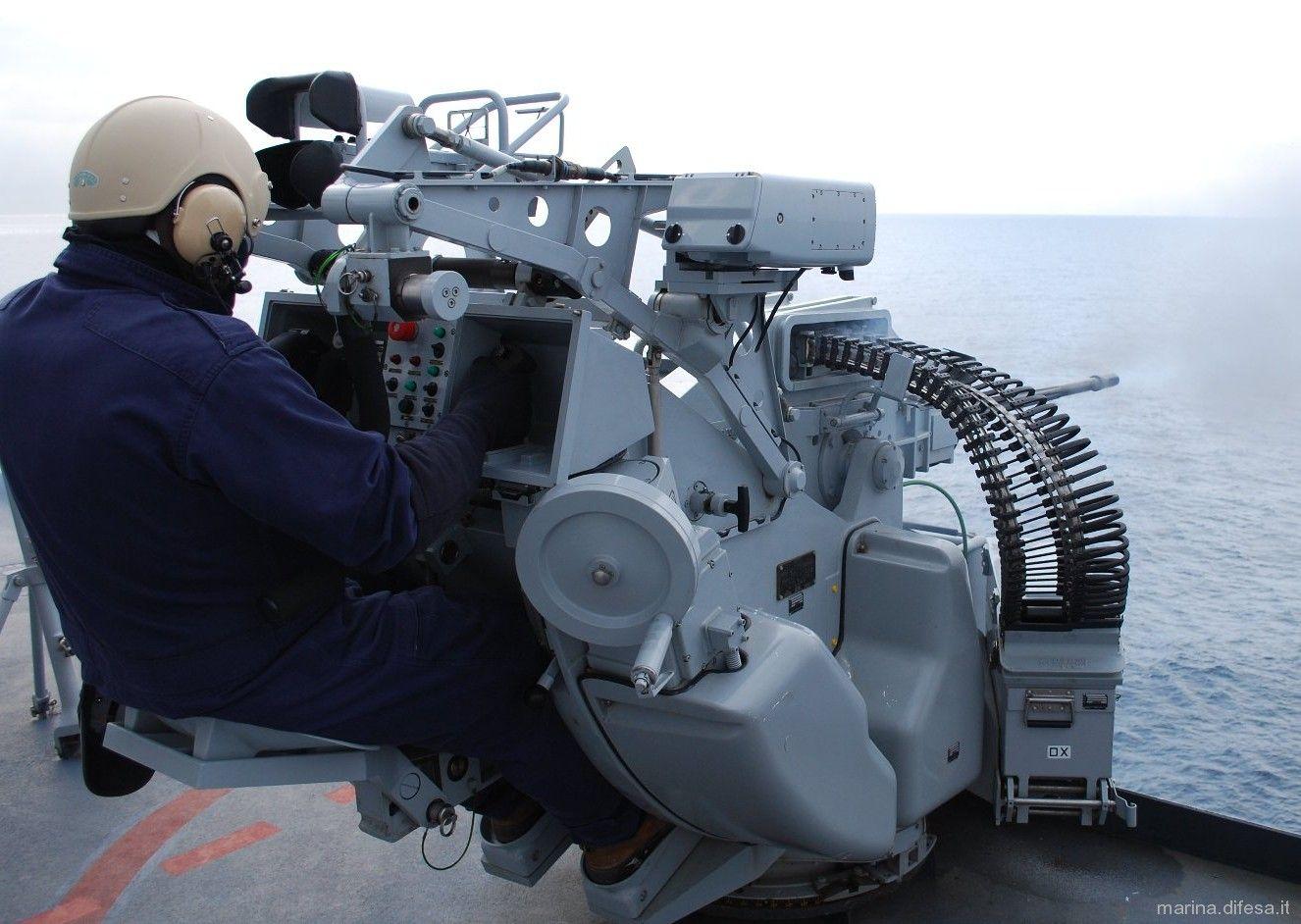 El Oto Melara 25/80 mm pistola es una de un solo cañón, estabilizado ...